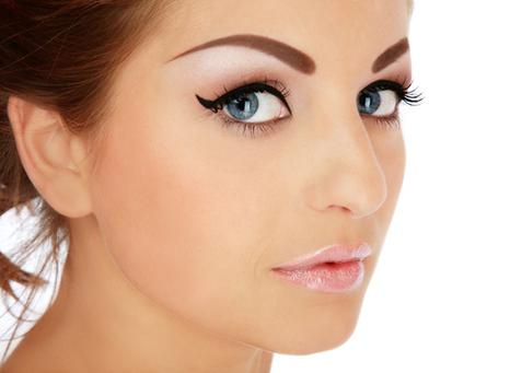 Концепция нанесения правильного макияжа бровей