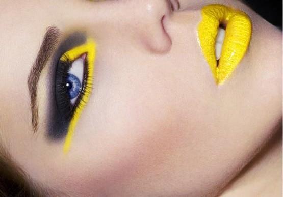 Подиумный макияж для голубых глаз