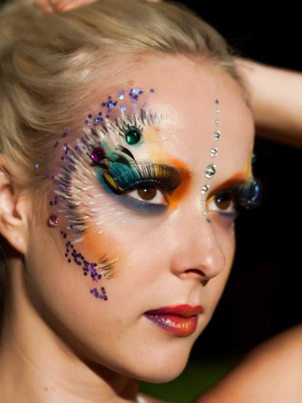 необходимо-создать-карнавальный-макияж